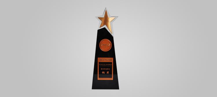 """6月30日-7月3日,连续参加国内钟表行业第一展——第22届中国(深圳)国际钟表珠宝展,以""""商务低碳""""为设计主题的雷诺展馆荣获特装展位铜奖。"""