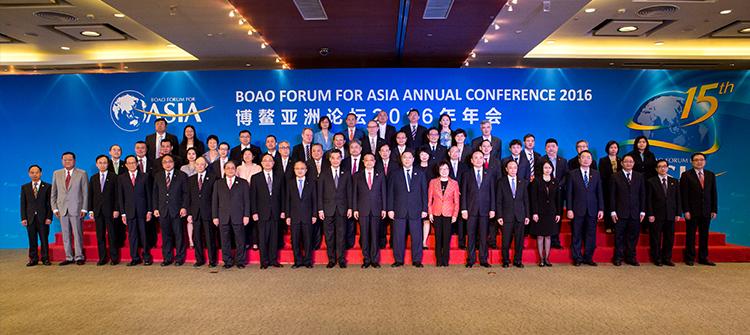 詹江洲总经理在博鳌亚洲论坛受到李克强总理的接见并集体合影